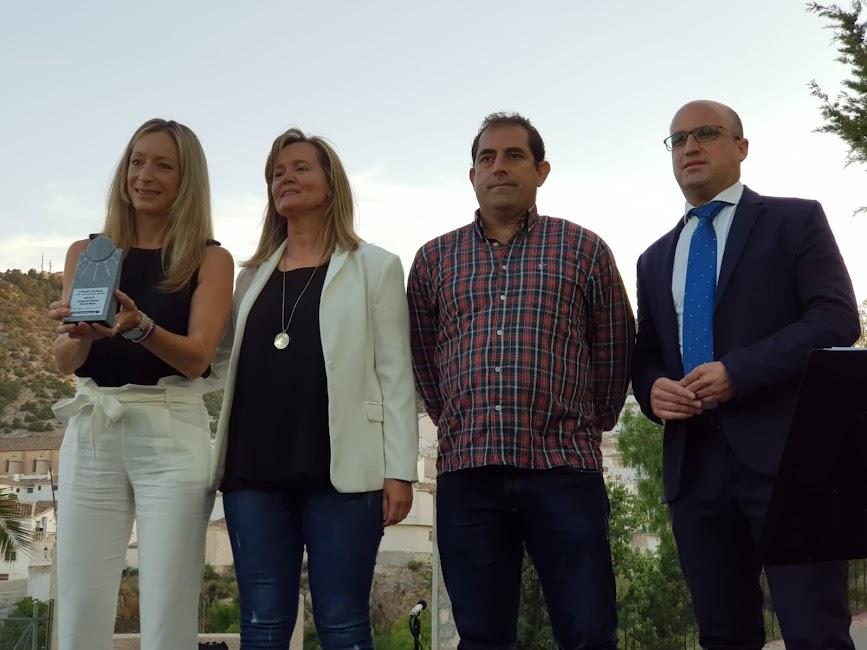 Premio Deporte para la Olimpiada Popular de María. Lo han recogido Mari Carmen Cerezuela, Félix Sánchez y Rosi Martínez, miembros del comité organizador.