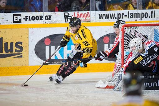 Viime kauden viimeisessä KalPa-JYP ottelussa Tommi Jokinen vastasi ottelun avausmaalista. Onnistuuko Jokinen myös perjantaina?