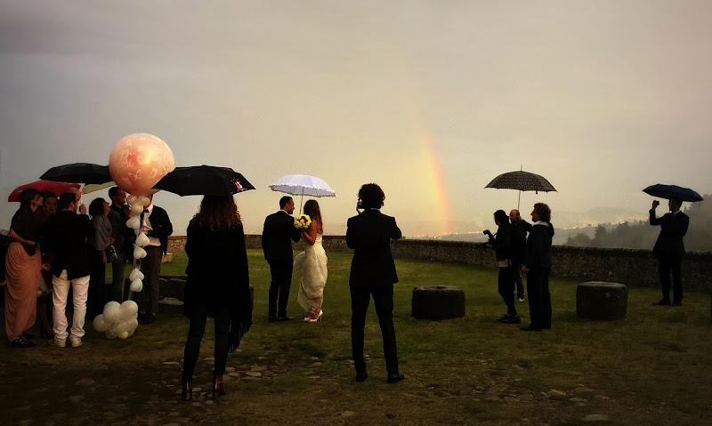 il matrimonio nella pioggia nel sole nel male nel bene  di malinowska