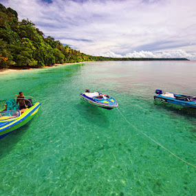 Kakaban Island by Taufiqurakhman Ab - Landscapes Travel