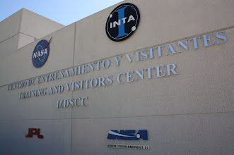 Photo: Deep Space Network, NASA - en la puerta del centro de entretamiento y visitantes