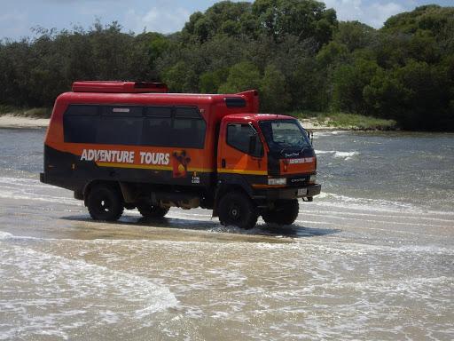bd43b1af8494a En allant sur Fraser Island, voici les 4x4 (très laids certes) qui nous ont  emmenés à travers la plus grande île de sable du monde (que du sable et de  la ...