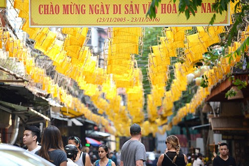 Phố cổ Hà Nội rực vàng mừng ngày Di sản Việt Nam