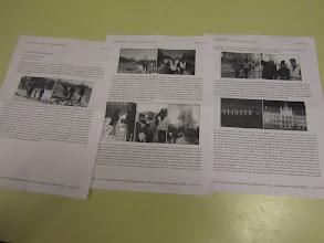 Photo: terug in de startzaal gaat het artikel van de Nederbelgen Patrick en Linda, over hun eerste Audax, rond en wordt gretig gelezen