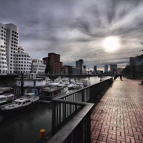 Medienhafen Düsseldorf by Justus Böttcher - City,  Street & Park  Skylines ( sonnenuntergang, düsseldorf, ghery bauten, sunset, ghery, innenhafen, medienhafen )