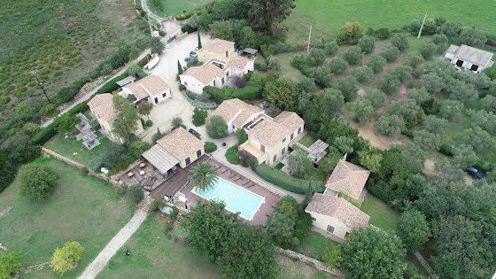 Vente propriété 718 m2