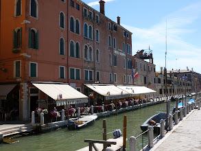 Photo: Hôtel Olimpia, Venise, nom prédestiné pour la suite du voyage! Nous devions prendre le ferry à Venise, mais le départ a été annulé. Peut-être en raison de l'augmentation des taxes portuaires visant à diminuer le nombre de gros navires accostant à Venise, dans une tentative de protection des berges. Nous partirons donc d'Ancona.