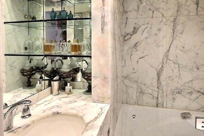 Luxury bathroom at Rue Sauva