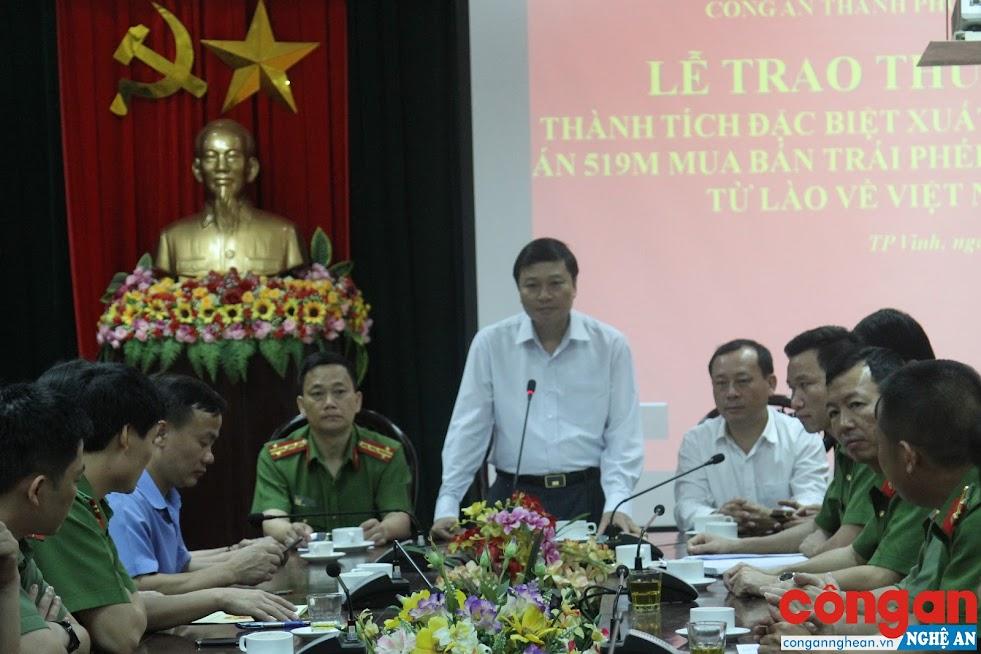 Đồng chí Lê Hồng Vinh, Uỷ viên Ban Thường vụ Tỉnh ủy, Phó Chủ tịch UBND tỉnh phát biểu chỉ đạo công tác đấu tranh phòng, chống tội phạm trong lễ trao thưởng tại Công an TP Vinh