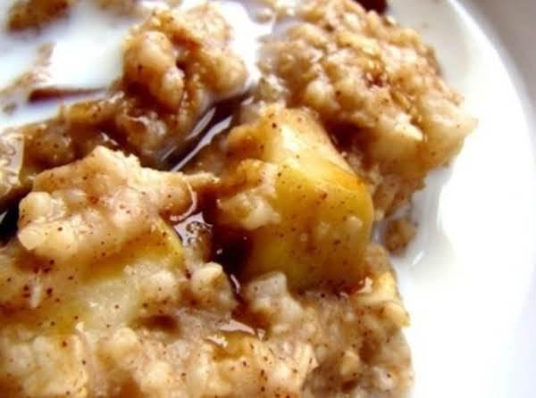 Slow Cooker Apple Cinnamon Oatmeal
