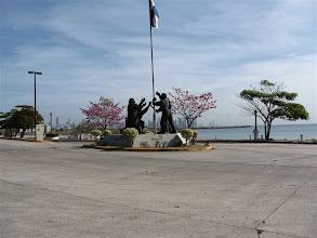 Photo: pomník na ostrově Perico