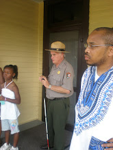 Photo: park ranger describing the neighborhood MLK grew up in