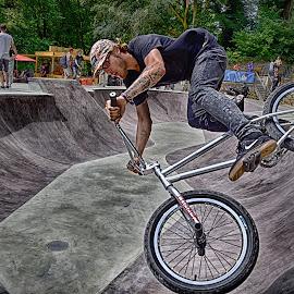 by Marco Bertamé - Sports & Fitness Other Sports ( flying, skatepark péitruss, bike, wheel, jump, luxembourg )