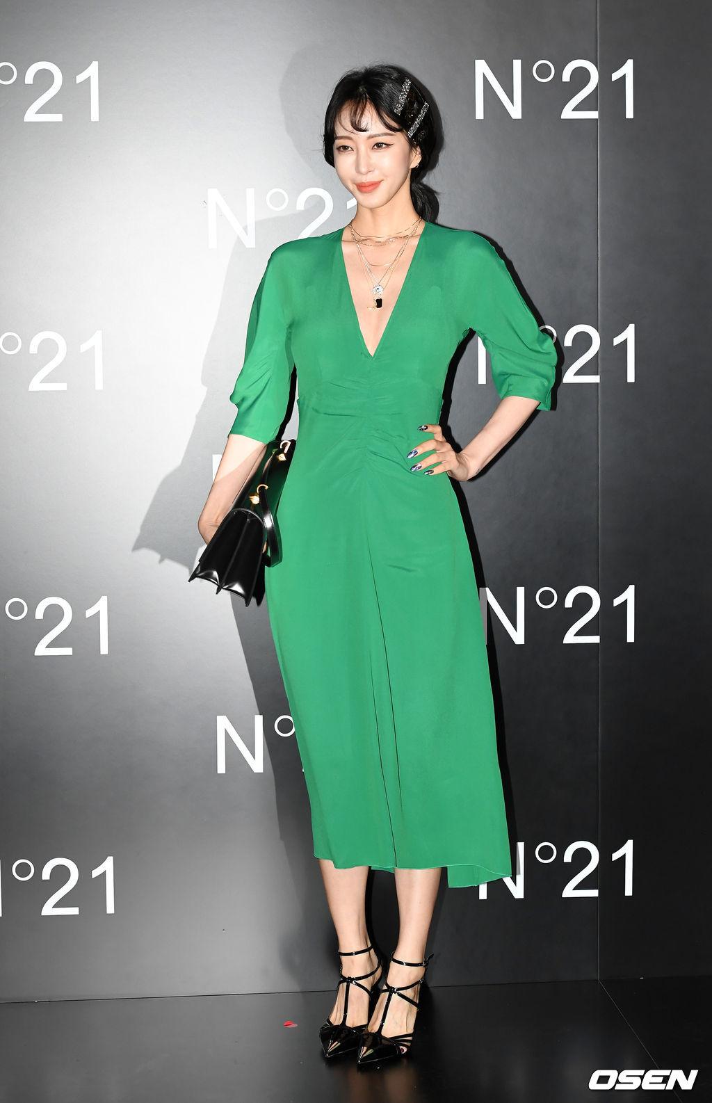 han ye seul green dress 5