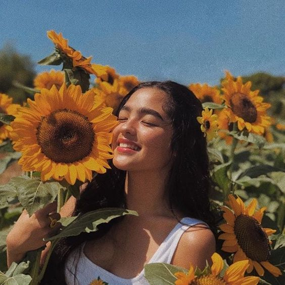 Uploaded by sandouda15. Find images and videos about happy, girl and flowers on We Heart It - the app to get lost in what you love.
