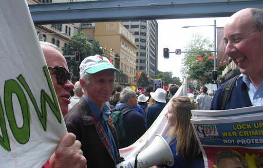 Dave Holmes (right) at APEC 2007 protest in Sydney