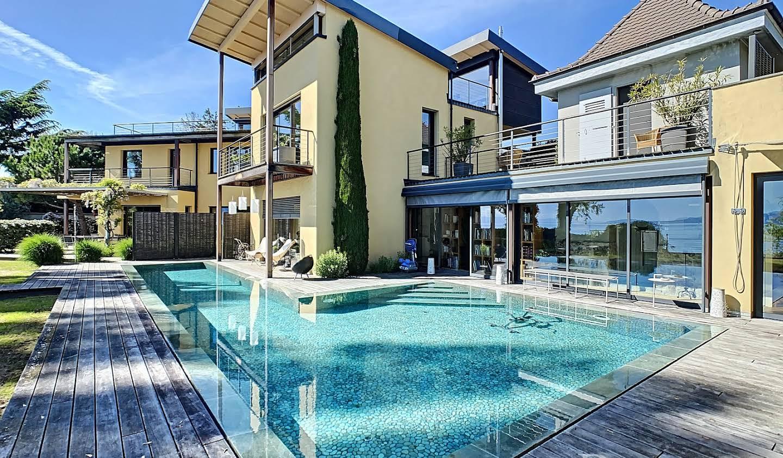 Maison avec piscine en bord de mer Lutry