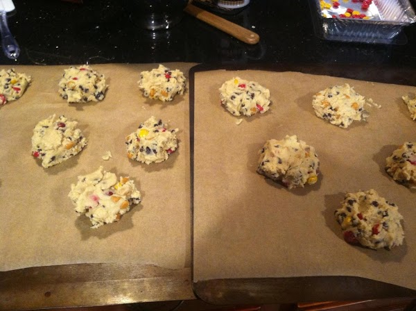 PUT ABOUT 1/4  CUPFULS OF DOUGH ON PARCHMANT LINED COOKIE SHEETS N SPACED...