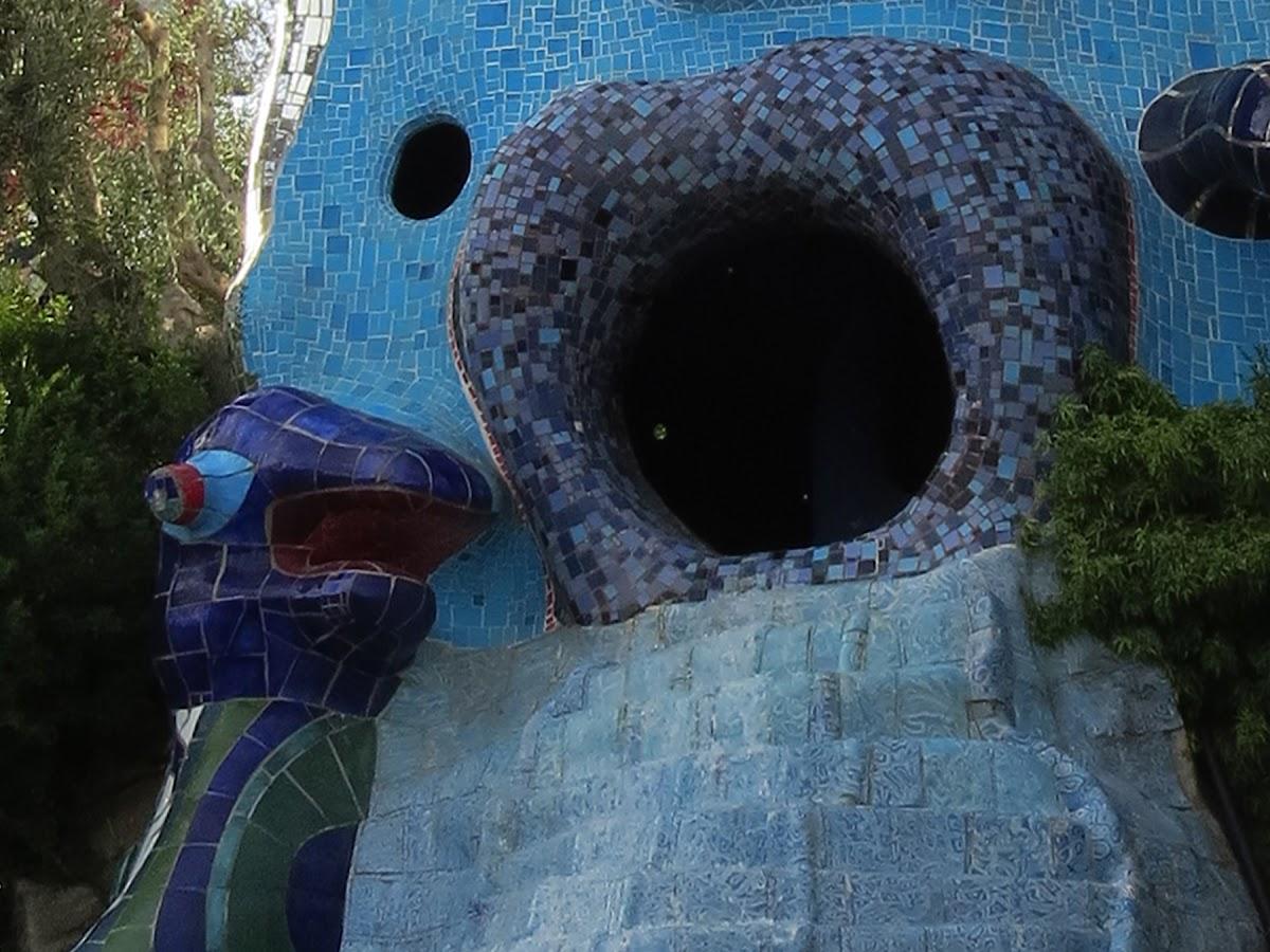 Niki de Saint Phalle, La Papessa (dettaglio della bocca aperta), Giardino dei Tarocchi, Garavicchio (Capalbio)