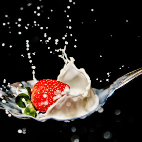milk n stawberr by Dhanu Wijaya - Food & Drink Fruits & Vegetables