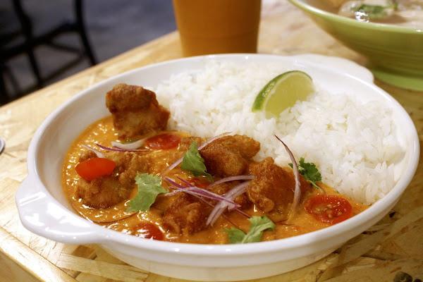 【新竹   曼谷市場】東門市場泰式小吃巨城分店。啟動度假拍照風!紅咖哩辣味溫和老少咸宜