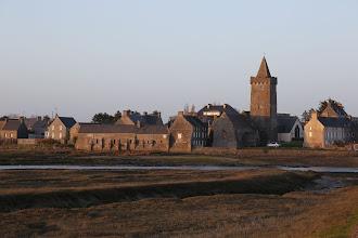 Photo: Kirche in Portbail, abends kurz vor Sonnenuntergang