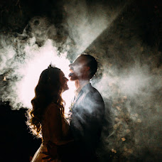 Wedding photographer Maksim Kryuk (konovalenkohook). Photo of 31.10.2017