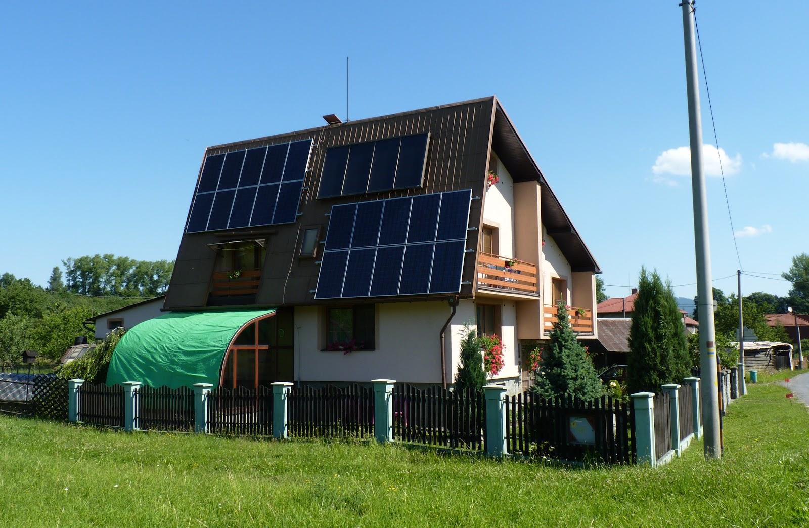 Jablunkov,_dům_se_solárními_panely.JPG
