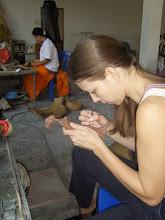 Photo: Feinarbeit in Wachs vor dem Abgießen in Bronze