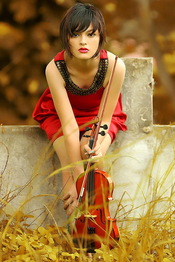 Violin Girl by Ayeeb Sasabone - People Fashion
