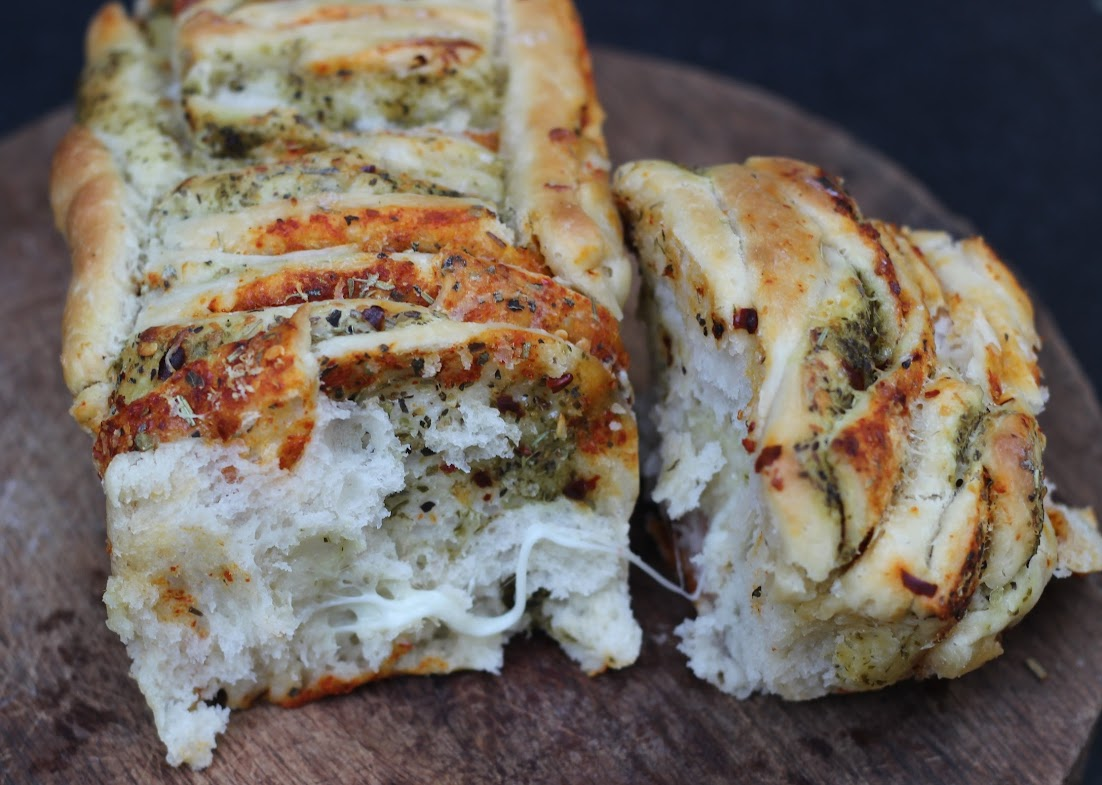 Cheesy Garlic Pull-Apart Bread Loaf Recipe | Step-by-step pictures | pull apart bread by Foodomania.com