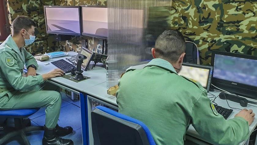 Legionarios trabajan en simuladores (imagen: Futer)