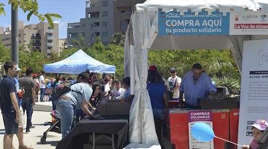 Compras solidarias a beneficio de Asalsido y Asperger Almería
