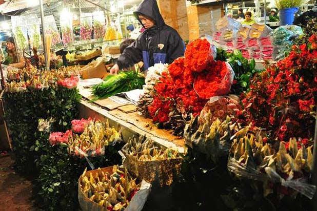 Flower market in Hanoi