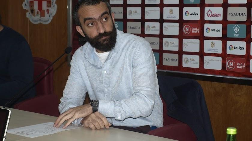Mohamed El Assy en la sala de prensa del Estadio.