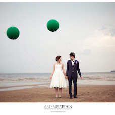Wedding photographer Artem Grishin (ArtemGrishin). Photo of 20.11.2013