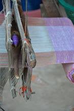 Photo: ล่องเรือกลับมาก็มาขึ้นที่หมู่บ้านสร้างไห..ที่นี่ผ้าทอเยอะมากก ..แต่ก็ลายเหมือนๆ กันทุกร้าน