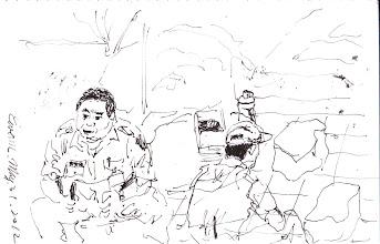 Photo: 涼亭下的片刻2012.05.31鋼筆 崔阿胖和畫面外的同仁聊著,鳥主任則背對著我吞雲吐霧…