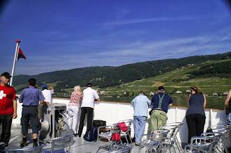 Photo: Bei prächtigem Wetter geniessen wir die schöne Landschaft mit den Rebbergen