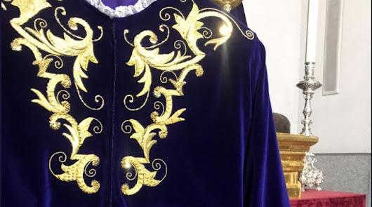 Bendecida la primera túnica bordada para el Señor de Pasión
