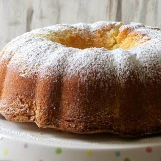 Vanilla Twinkie Bundt Cake.