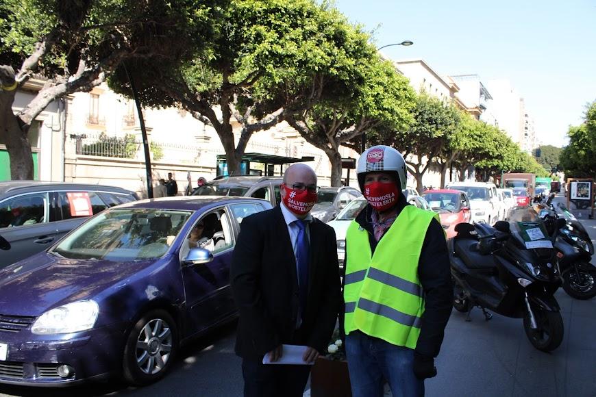 El presidente y secretario accidentales de Ashal junto a los manifestantes.
