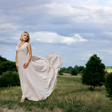 Wedding photographer Zoya Chernoknizhnaya (RosNika). Photo of 02.10.2015
