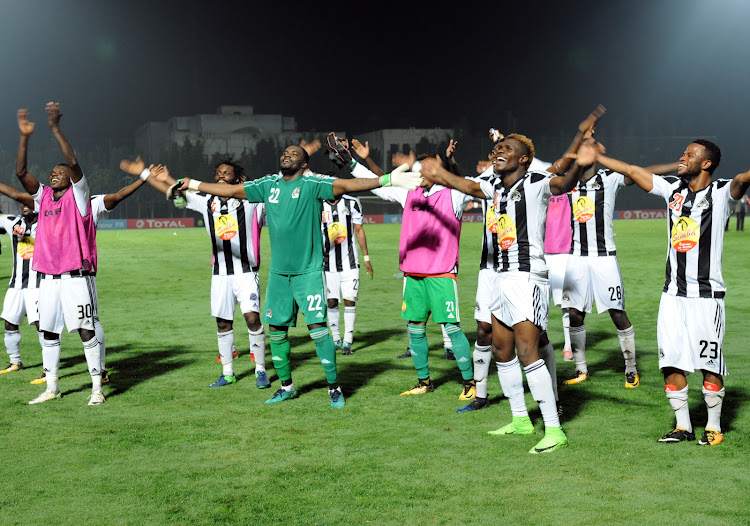 TP Mazembe's the players celebrate the final qualificationl during the semi-final of the 2017 Confederations Cup match between FATH Union Sport and TP Mazembe in Rabat on 21 October 2017.