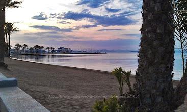 Photo: Les plages de sable et les eaux tranquilles de La Manga del Mar Menor se prêtent merveilleusement à la pratique de la voile, de la planche à voile et du ski nautique.
