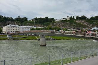 Photo: Most obwieszony kłódkami, które pozostawiają tu zakochane pary. Swoją drogą to ciekawe kiedy zabronią wieszania tutaj kłódek, przecież te dziesiątki tysięcy sztuk musi ważyć kilka ładnych ton !