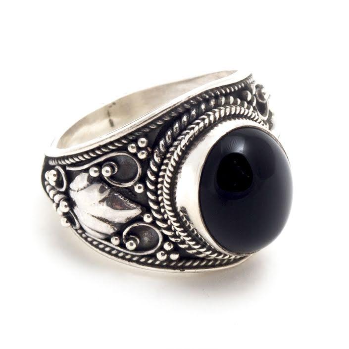 Onyx, bred ring med filigrandekor