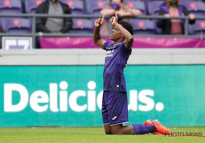 Anderlecht geeft zege in slotfase uit handen na blunder Luckassen en frommelgoal Ngoy