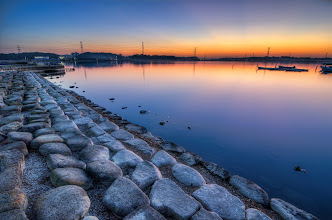 Photo: A late December sunset along Lake Teganuma in Chiba Prefecture, Japan
