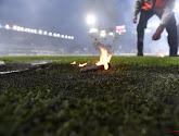 Geen publiek, maar toch een vuurpijl op het veld in Turkije